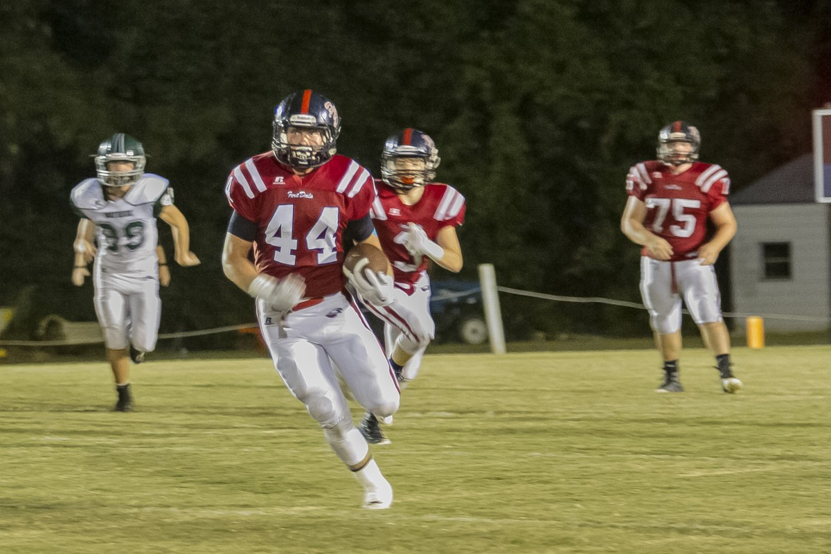Running back Sawyer Hennis breaks to the left and runs 80-yards for TD. (Cecil Folds/The Standard)